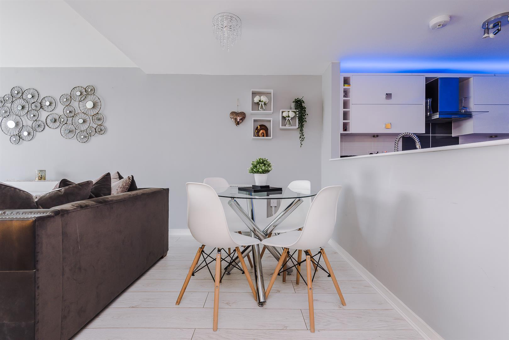 2 Bedroom Apartment For Sale Image 5